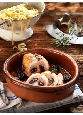 poulet-gefüllt-mit-doerrpflaumen-nudeln-schnittlauch