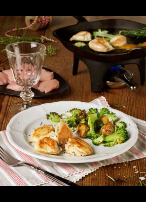 poulet-auf-tischgrill-broccoli-kartoffeln